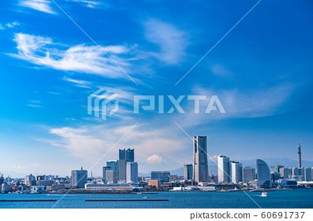 《神奈川縣》橫濱港未來和富士山的風景 60691737