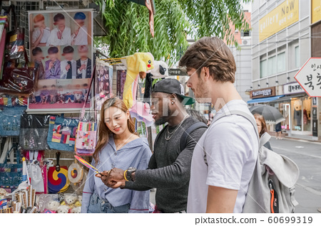 Holidays and tourism concept, group of smiling friends traveling in Seoul, Korea 457 60699319
