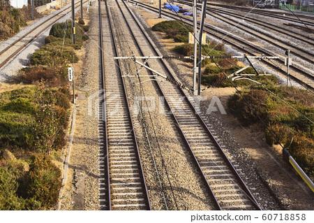 만남과 떠남, 수많은 사연과 이야기들을 싣고 떠나는 기차, 영원히 만나지못하는 평행선, 60718858