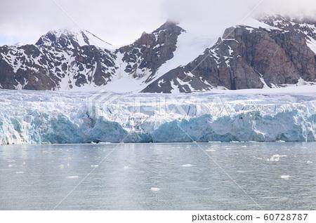 스피츠 베르겐 섬 주변의 빙하 (스발 바르) 60728787