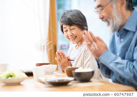 식사를하는 노인 부부 식사 아침 점심 저녁 60747987