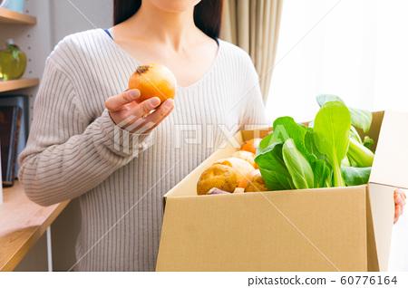 蔬菜的女人 60776164