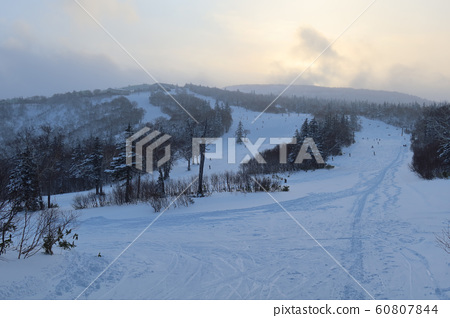 Sapporo International Ski Area Woody course in the evening (front) 60807844