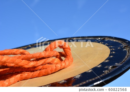Japanese musical instrument, old crotch drum skin and tone, string tightening, tatami drum, japanese material image material, blue sky 60822568