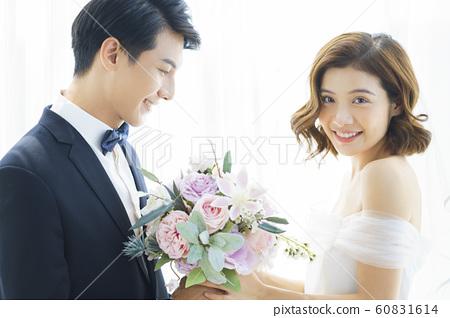 커플 결혼 60831614