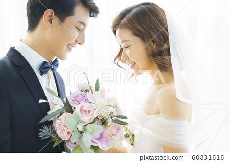 커플 결혼 60831616
