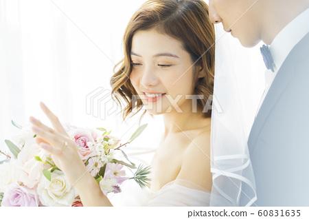 커플 결혼 60831635