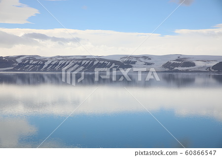 Arctic Ocean and Sky Reflections (Svalbard) 60866547