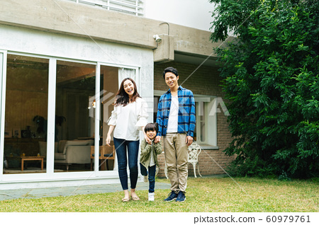 가족 부모 가정 인물 60979761