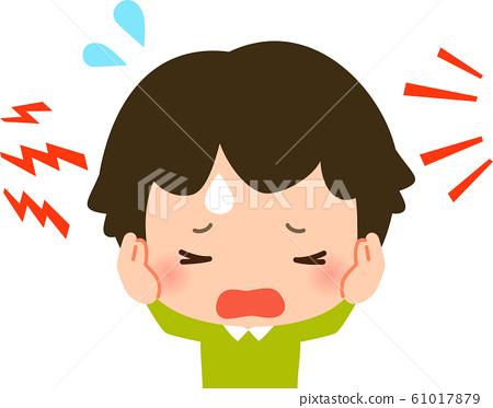 一個男孩,捂著耳朵有麻煩 61017879