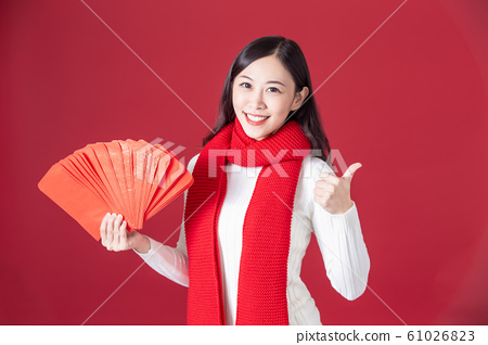 asian woman hold red envelopes 61026823