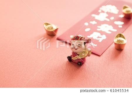 放在老木頭桌子的裝飾 61045534