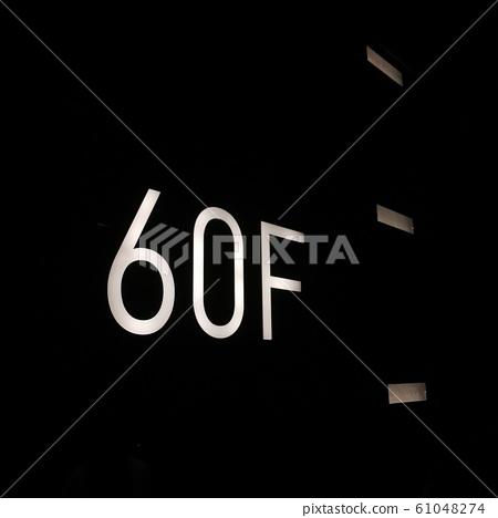 60F 61048274