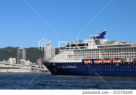 고베항에 도착 대형 여객선 61076886