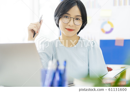 business woman, working, office 61131600
