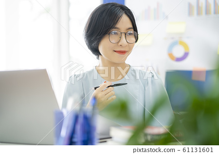 business woman, working, office 61131601