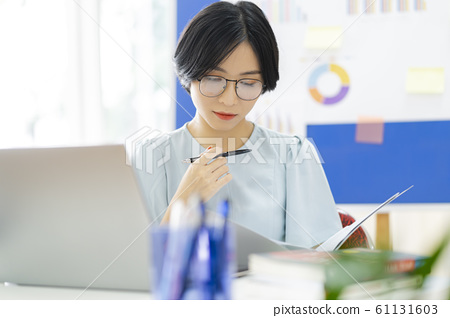 business woman, working, office 61131603