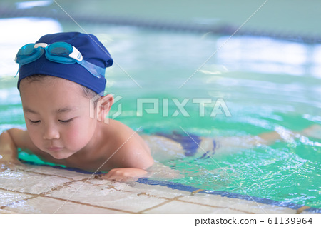 In the pool 61139964