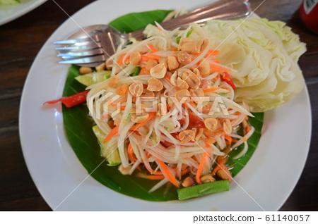 Thai food, spicy papaya salad 61140057