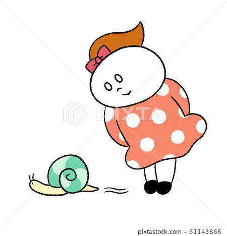 달팽이를 보는 여자 61143866