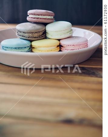 다양한 색상의 화려한 마카롱 61172930