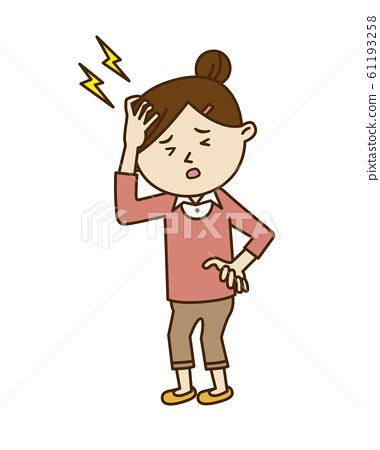 一個年輕的女人頭疼 61193258