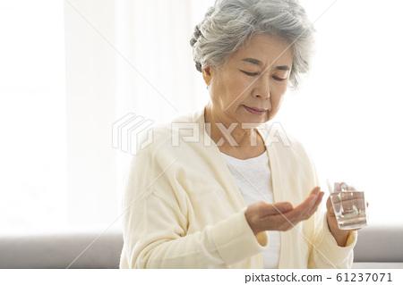 라이프스타일 노인 질병 61237071