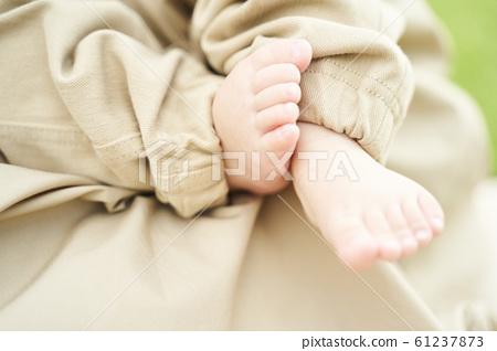 Baby's foot 61237873