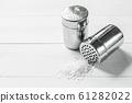 salt with salt shaker 61282022