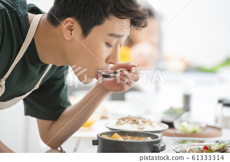 가족 요리 식사 61333314