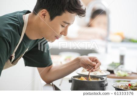 가족 식사 61333376