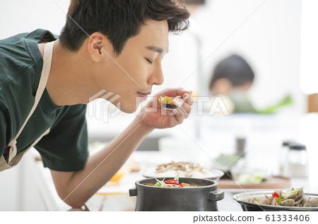 가족 식사 61333406