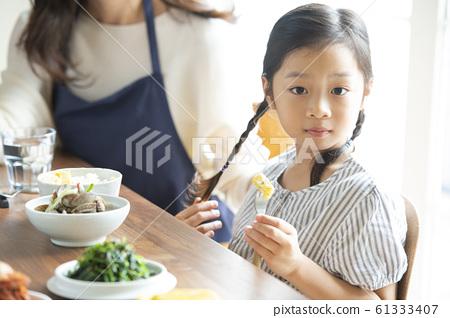 가족 식사 61333407