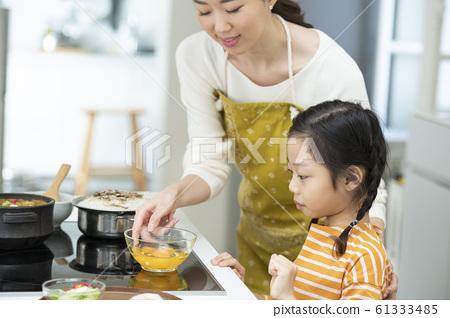 가족 아침 식사 61333485