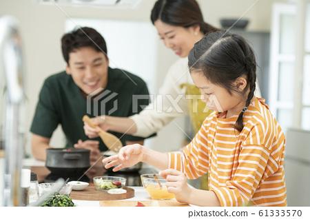 가족 식사 61333570
