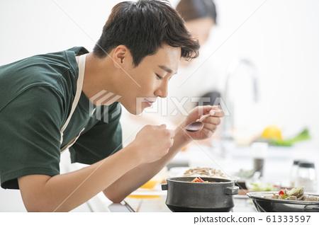 가족 식사 61333597
