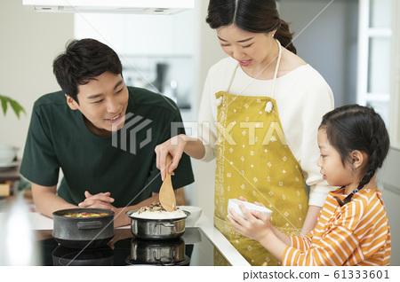 가족 식사 61333601