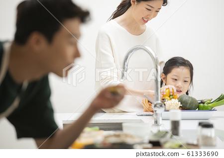가족 식사 61333690