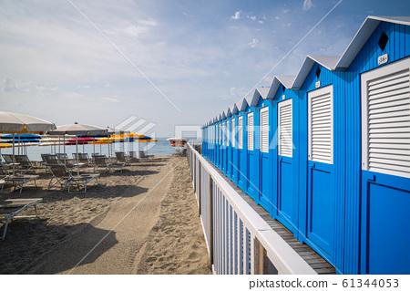 Typical Italian beach huts 61344053