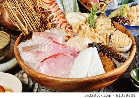 Seafood hot pot      61359808