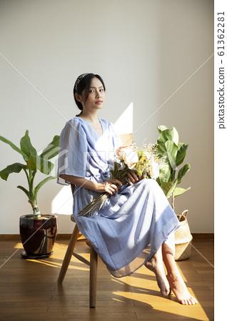 花和女人肖像 61362281