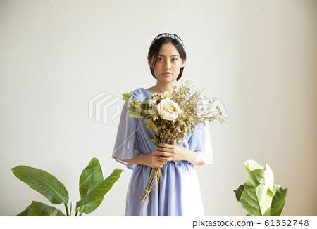 花和女人肖像 61362748