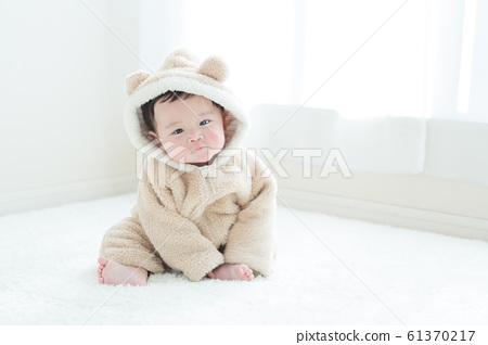 6 개월 귀여운 아기 61370217