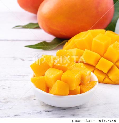 芒果水果明亮Natsuten Hotei新鮮切碎的芒果芒果切芒果 61375636