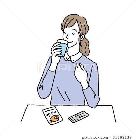 女人喝補品插圖補品 61395138