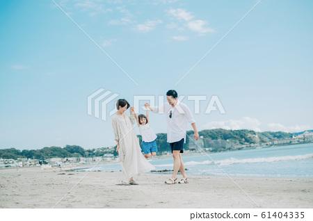 Family enjoying a sea bath 61404335