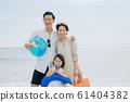 享受海水浴的家庭 61404382