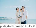 享受海水浴的家庭 61404531