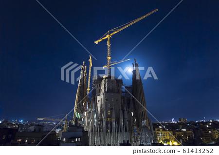 聖家族教堂在晚上 61413252