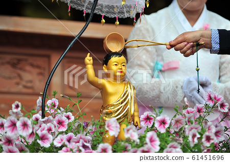 부처님오신날 한국 위봉사 관불 의식  61451696